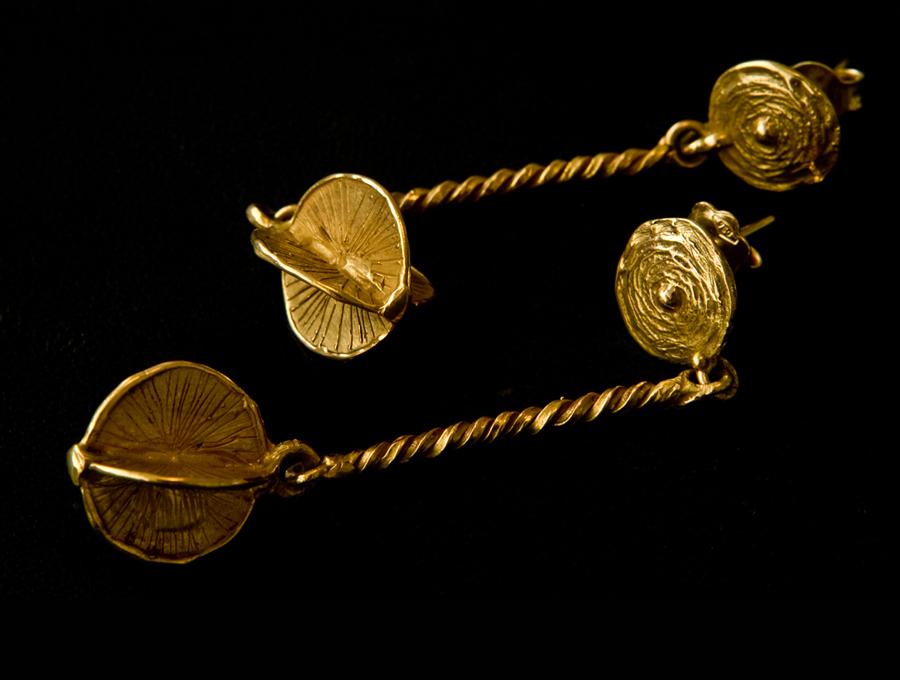 orecchini, fusione in oro